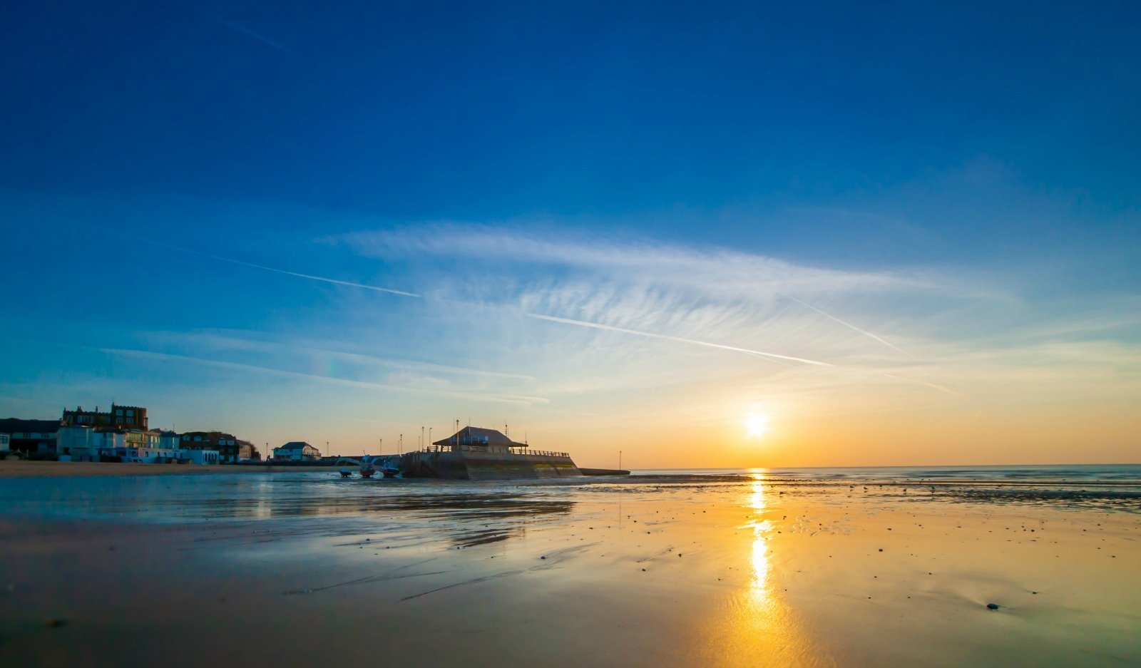 Viking Bay Sunrise, Broadstiars