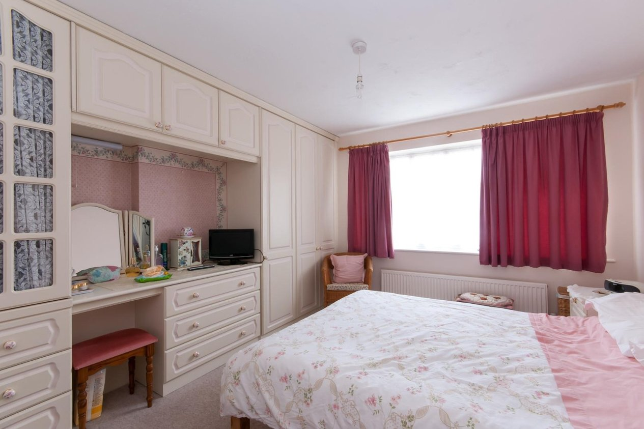 Listers Bedroom Furniture House Semi Detached For Sale In Lister Close Deal Miles