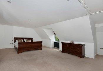 Minimalist_Bedroom_stock